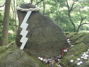 大山 女坂 眼形石