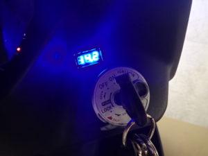 シグナスX 電圧計