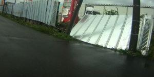 台風散乱物:外壁