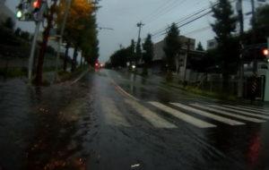 台風散乱物:水没交差点