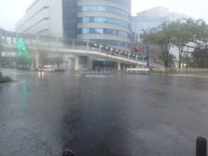 台風19号:横浜プリンスホテル、環状2号線
