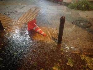 台風19号:カラーコーン