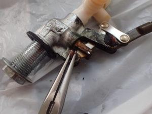 トイレタンク:ボールタップ ピストンバルブのパッキン交換と取り付け